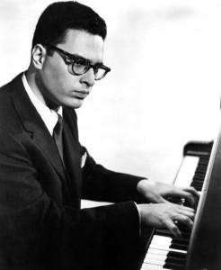 El pianista y director de orquesta Leon Fleisher en el año 1963