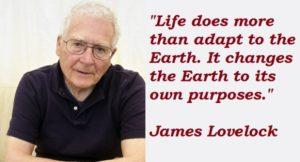 James Lovelock es un meteorólogo y escritor británico famoso por postular la Hipótesis de Gaia, en la que define al planeta Tierra como un organismo vivo y cuya homeostasis se está viendo perturbada por la acción humana.