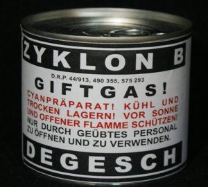 """Envase del producto Zyklon B, con el que los nazis gaseaban a los judíos. En la etiqueta puede leerse: """"¡Gas venenoso! Preparación de cianuro para ser abierto y utilizado sólo por personal capacitado"""". Habría que añadir """"y sin alma""""."""